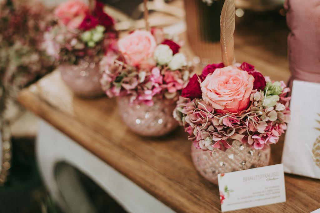Blumendekoration als Gastgeschenk