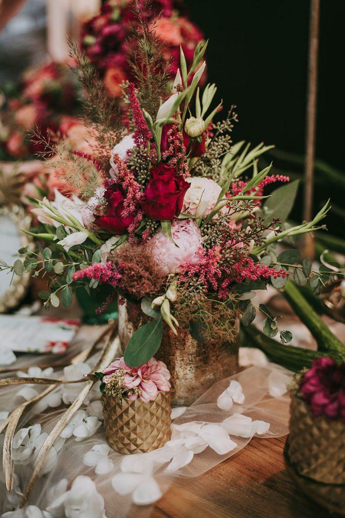 FArbiger Blumenstrauss als Tischeko in Rot