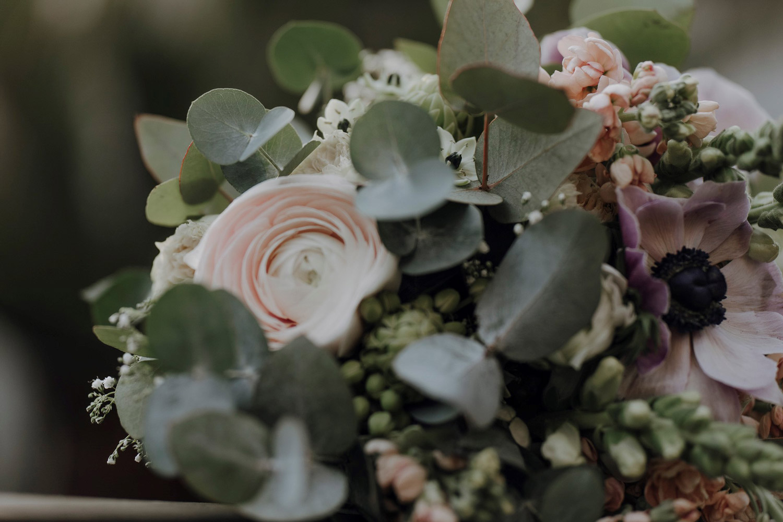 Brautstrauß in hellen Farben