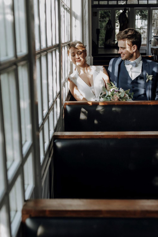 Brautpaar genießt die Zeit beim Paarshooting