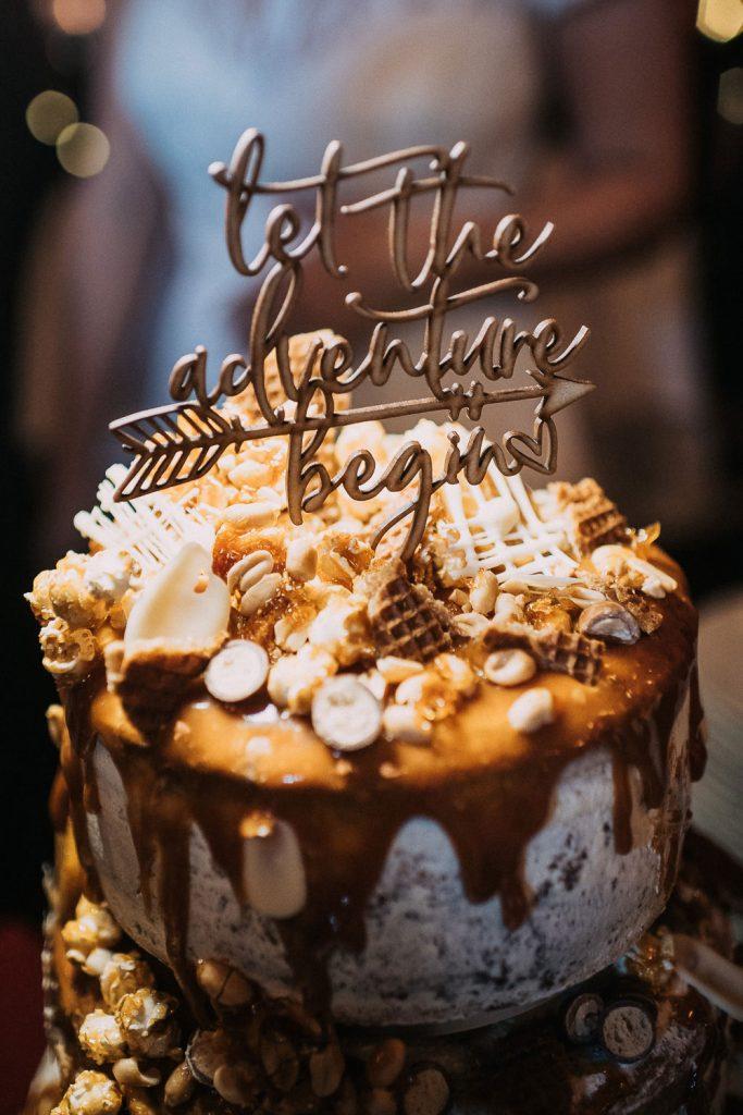 Spezielle Cake Topper auf Hochzeitstorte